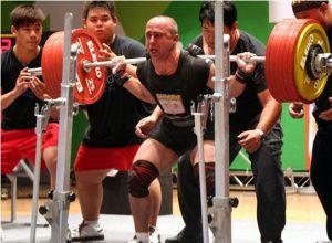 Jarosław Olech przysiada z nieprawdopodobnym ciężarem 342,5 kg. Sam ważny mniej niż 75 kg. OŚMIOKROTNY MISTRZ ŚWIATA.